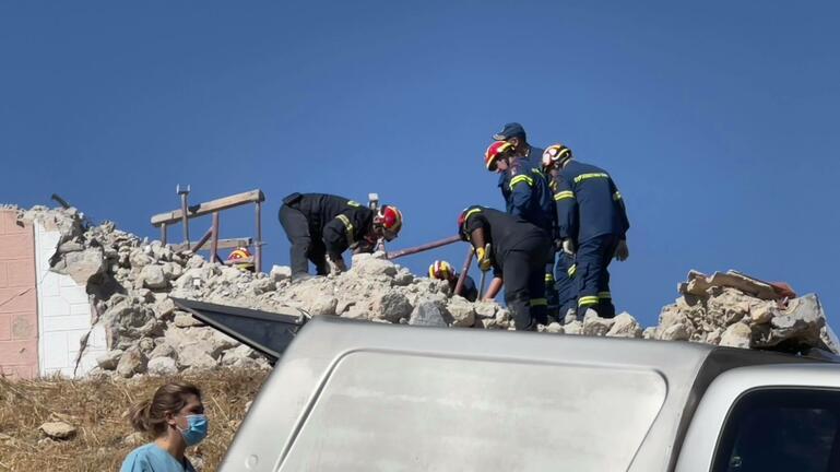 Σεισμός στην Κρήτη: Η στιγμή που τα σωστικά συνεργεία φτάνουν στον εγκλωβισμένο εργάτη στο Αρκαλοχώρι (Video)