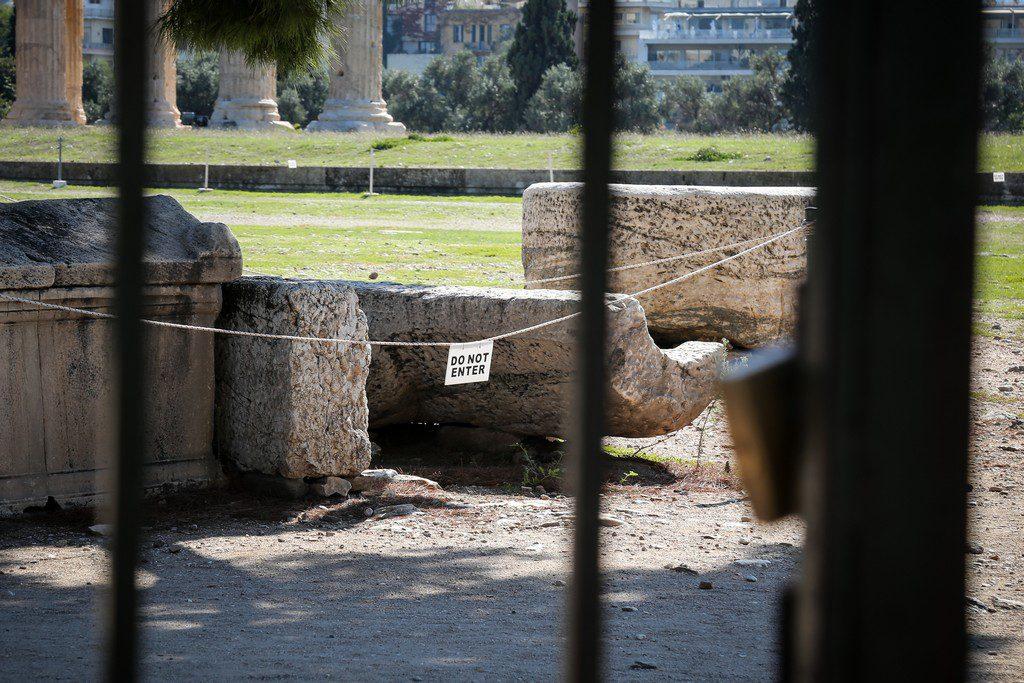 Αρχαίο πνεύμα αθάνατο με απλήρωτους εργαζόμενους – Μενδώνη Vs Σταϊκούρα