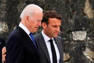 Χαμηλώνουν οι τόνοι μετά τη συνομιλία Μακρόν-Μπάιντεν – Επιστρέφει ο Γάλλος πρεσβευτής στην Ουάσιγκτον