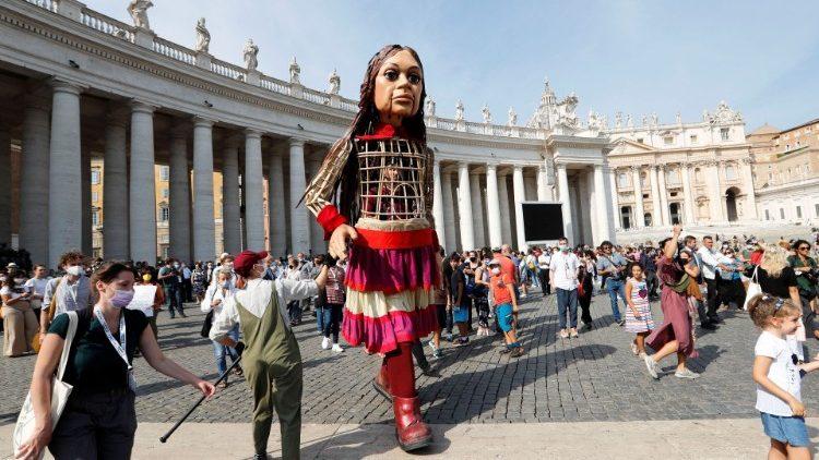 Θερμή υποδοχή της Αμάλ από τον Πάπα Φραγκίσκο