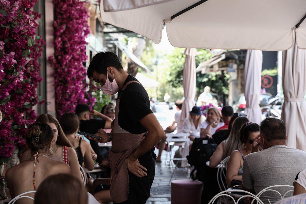 ΕΡΓΑΝΗ: Σχεδόν 10.000 λιγότερες θέσεις εργασίας τον «τουριστικό» Αύγουστο!