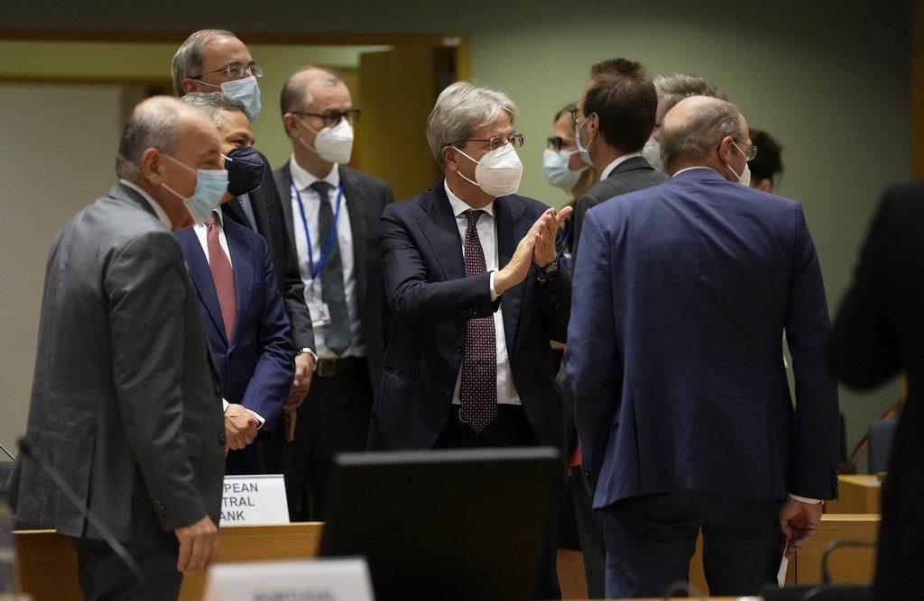 Κόβει τη στήριξη σε εργαζόμενους και επιχειρήσεις το Eurogroup