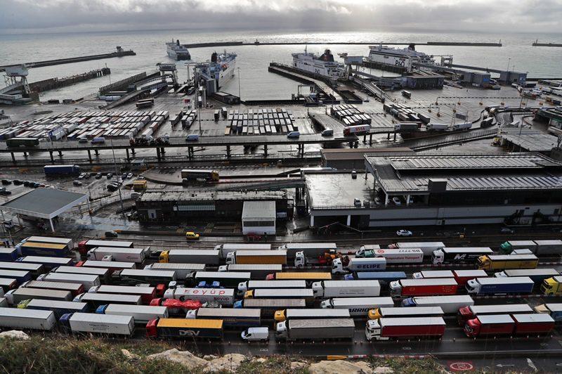 Βρετανία: Η κυβέρνηση χορηγεί προσωρινές βίζες σε οδηγούς φορτηγών για καλύψει τις ελλείψεις στα καύσιμα