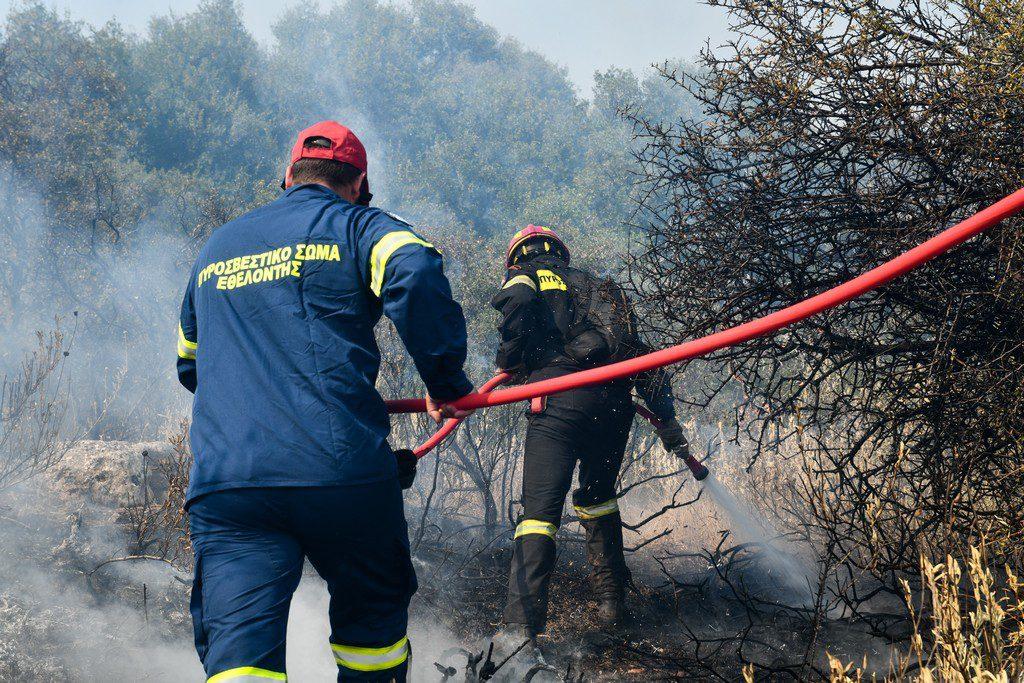 Σε ύφεση η φωτιά στη Μεγαλόπολη – Τραυματίστηκε αντιδήμαρχος