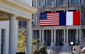 Ο επίτροπος Μπρετόν καλεί για «παύση και επανέναρξη» των διατλαντικών σχέσεων