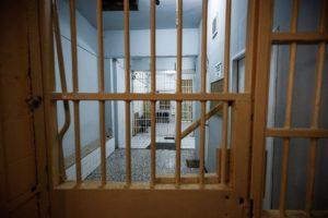 Δεκάδες κρούσματα κορονοιού στις φυλακές Κορυδαλλού – Κλείνουν πτέρυγες