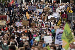 Γερμανία: Στους δρόμους και πάλι για το κλίμα – Στο Βερολίνο η Γκρέτα Τούνμπεργκ