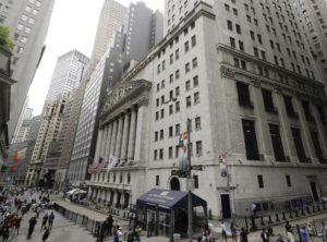 ΗΠΑ: H «περιστρεφόμενη πόρτα» αφήνει άθικτες τις τσέπες των αμερικανικών λογιστικών εταιρειών