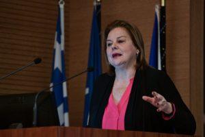 Η Λούκα Κατσέλη παρουσιάζει το βιβλίο της «Δίνες και ευθύνες»