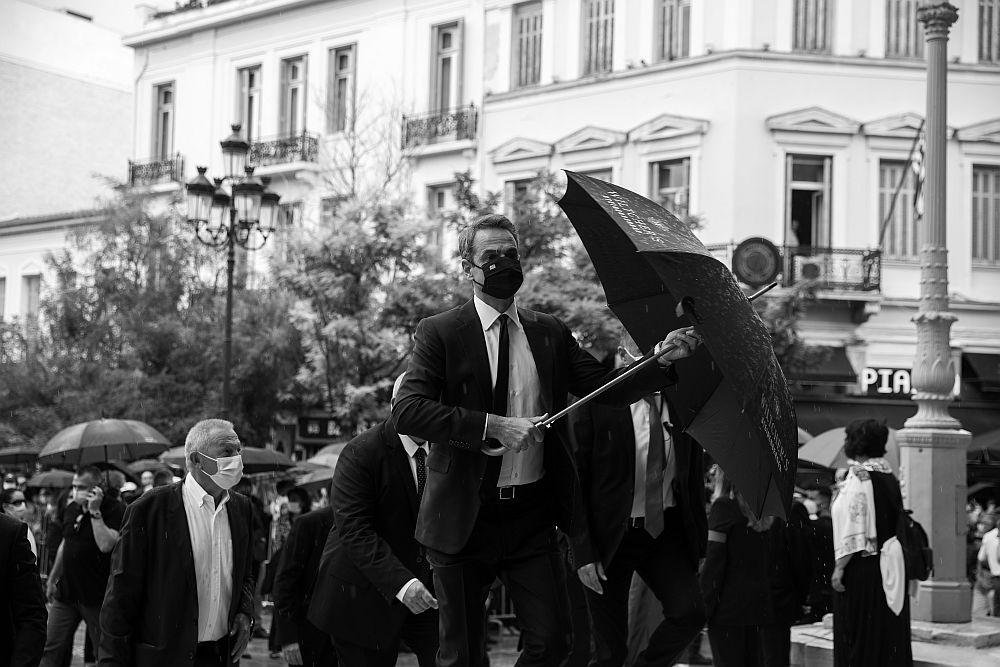Λαϊκό προσκύνημα Μίκη Θεοδωράκη: Έντονες αποδοκιμασίες, συνθήματα και «Μητσοτάκη κάθαρμα» (Video)