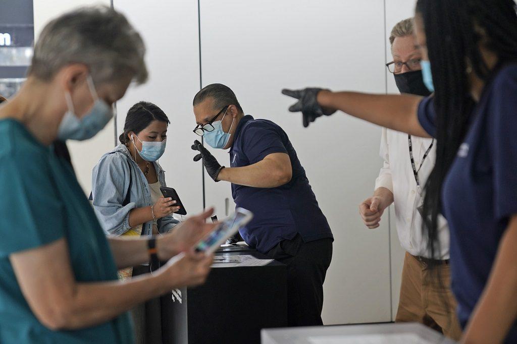 Νέα Υόρκη: Προσωρινό stop για θρησκευτικούς λόγους στον τποχρεωτικό εμβολιασμό υγειονομικών