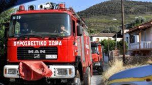 Εκρηξη και πυρκαγιά σε σπίτι στα Καλύβια – Δύο τραυματίες