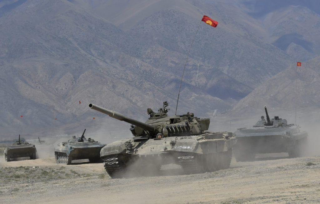 H Ρωσία έστειλε 12 τεθωρακισμένα στο Τατζικιστάν