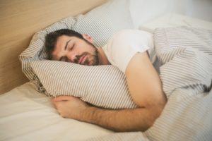 O κακός ύπνος «κόβει» χρόνια ζωής, αλλά το τρέξιμο διορθώνει το κακό…
