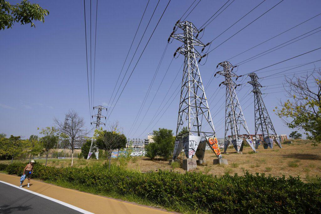 Ισπανία: Μειώνει τον ειδικό φόρο για να αντιμετωπίσει τις αυξήσεις στα τιμολόγια ρεύματος