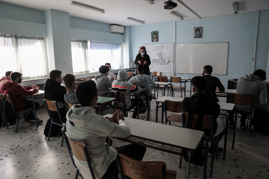 Πρώτη αναστολή καθηκόντων εκπαιδευτικού για «λόγους προστασίας της δημόσιας υγείας»