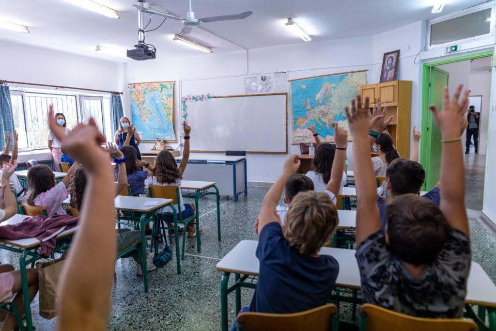 Τι αλλάζει από φέτος στα σχολεία – Αγγλικά στο Νηπιαγωγείο και εργαστήρια δεξιοτήτων
