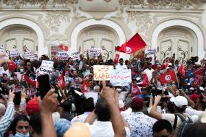 Τυνησία: Χιλιάδες άνθρωποι διαδήλωσαν στους δρόμους της Τύνιδας κατά του προέδρου