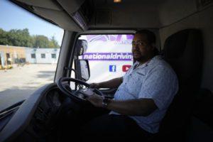 Bρετανία: Ουρές και… ξύλο σε βενζινάδικα λόγω των ελλείψεων – Εκδίδονται χιλιάδες βίζες για οδηγούς (Videos)