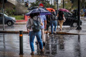 Καιρός: «Βουτιά» ο υδράργυρος – Ψύχρα, ισχυροί βοριάδες και… σποραδικές καταιγίδες