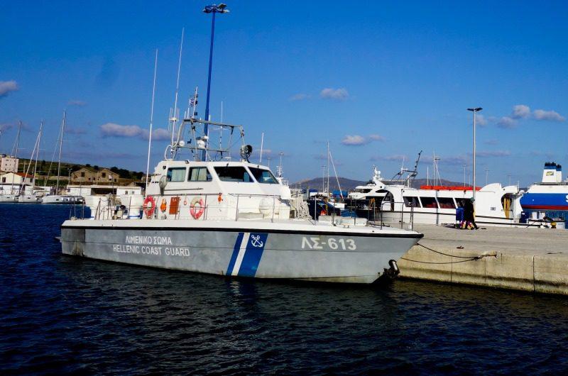 Υλικές ζημιές σε τέσσερα σκάφη από θραύση κάβων κρουαζιερόπλοιου στο Λαύριο