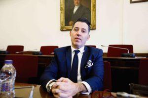 Νίκος Μανιαδάκης, ο «πιο στενός συνεργάτης» Novartis – υπουργών