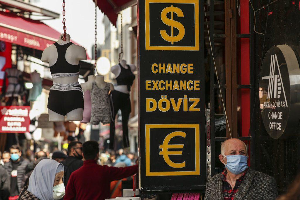 Τουρκία: Νέα ιστορική πτώση της λίρας έναντι του δολαρίου