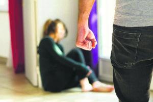 Ενδοοικογενειακή βία: «Τα θύματα να αναζητούν αμέσως βοήθεια από ειδικό»