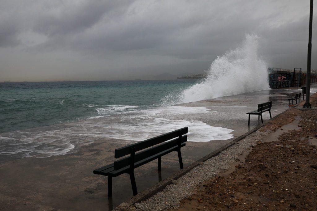Κακοκαιρία «Μπάλλος»: «Χτυπά» Ιόνιο και Δυτική Ελλάδα με ισχυρές καταιγίδες – Ισχυρή νεροποντή και στην Αττική