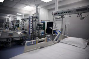 Το δίδυμο κορονοϊός – γρίπη φοβίζει τους ειδικούς – Ανησυχία για τα νοσοκομεία και τους ενεμβολίαστους