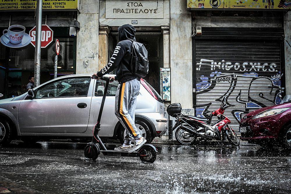 Κακοκαιρία «Αθηνά»: Συνεχίζει την επέλασή της με βροχές και καταιγίδες – Σε ποιες περιοχές τα φαινόμενα θα είναι έντονα