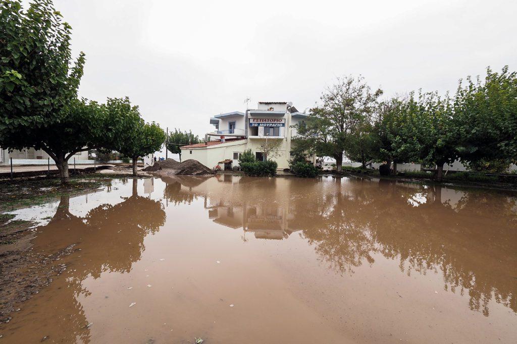 Στον… Θεό ρίχνει το φταίξιμο ο Οικονόμου για τις πλημμύρες στην Βόρεια Εύβοια
