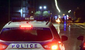Επεισόδια στα Μέγαρα για τον θάνατο του 20χρονου Ρομά – Τέσσερις αστυνομικοί τραυματίες