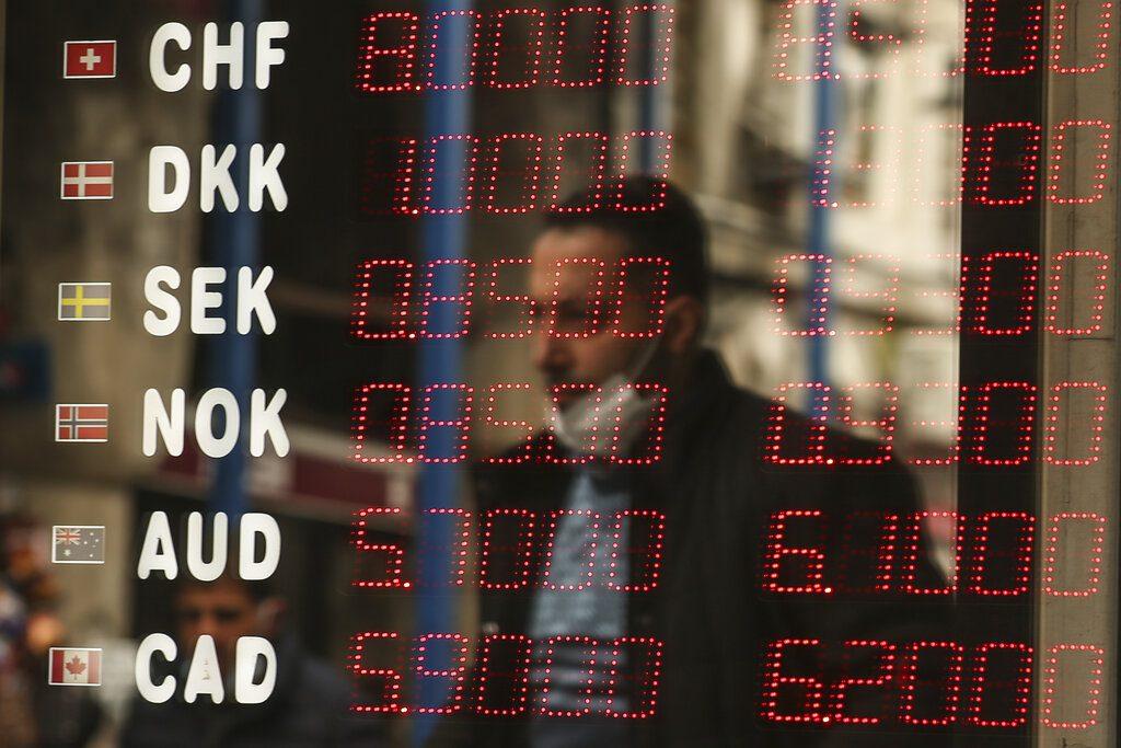 Τουρκία: «Βουτιά» για τη λίρα με υπογραφή Ερντογάν μετά την απόλυση μελών της Κεντρικής Τράπεζας