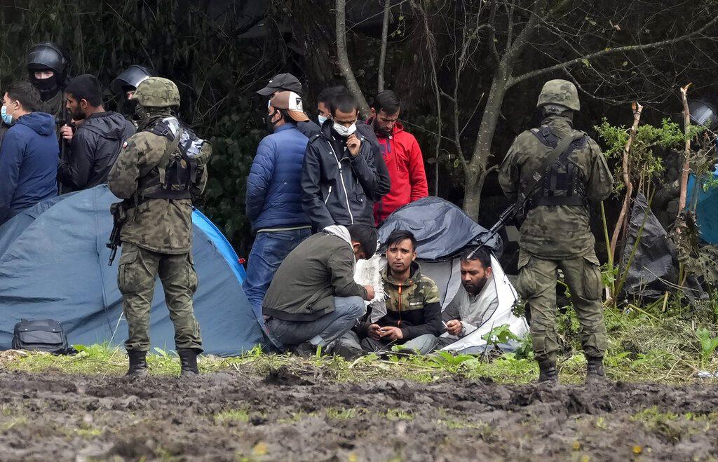 Πολωνία: Τείχος «πολεμικής επιχείρησης» κατά μεταναστών με την ανοχή της Ε.Ε.