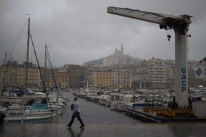 H καταιγίδα Ορόρ πλήττει τη Γαλλία – 120.000 νοικοκυριάχωρίς ηλεκτρικό ρεύμα