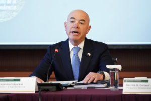 ΗΠΑ: Θετικός στον Covid o υπουργός Εσωτερικής Ασφάλειας
