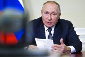 Ο Πούτιν κλείνει το μάτι στους Ταλιμπάν: Εξετάζει να τους αφαιρέσει από τον κατάλογο των εξτρεμιστικών οργανώσεων