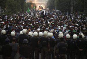 Πακιστάν: Διαδήλωση από τη Λαχόρη ως το Ισλαμαμπάντ για τον αρχηγό της ισλαμικής οργάνωσης TLP