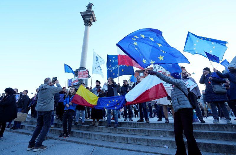 Δεκάδες χιλιάδες Πολωνοί διαδήλωσαν υπέρ της Ευρωπαϊκής Ένωσης