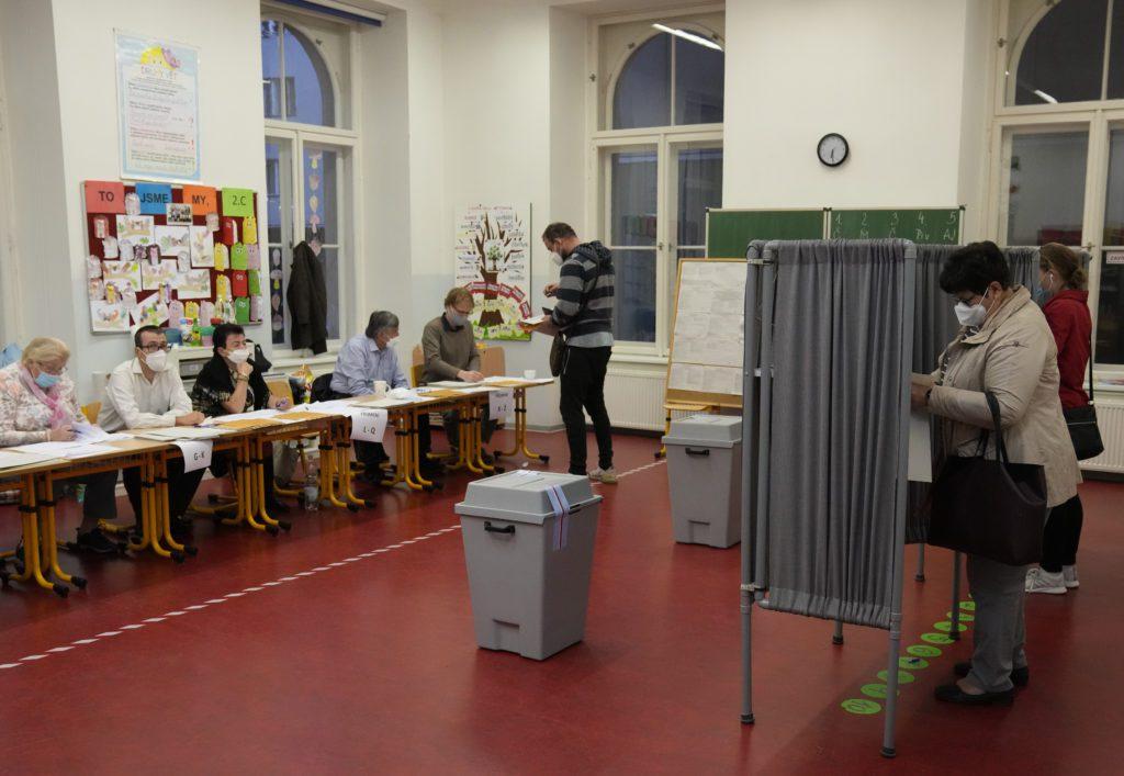 Τσεχία: Ιστορική ήττα των κομμουνιστών, εκτός βουλής για πρώτη φορά μετά τον Β' ΠΠ