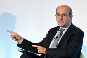 Ο Χατζηδάκης ζητά μέτρα από ΕΕ για την ενεργειακή φτώχεια αλλά ο ίδιος αρκείται στις «αυξήσεις-κουλούρι»