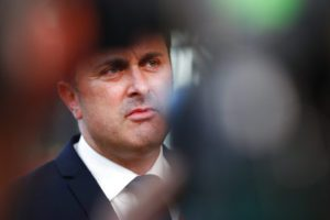 Λουξεμβούργο: Για λογοκλοπή στην πτυχιακή του διατριβή κατηγορείται ο πρωθυπουργός Ξαβιέ Μπετέλ
