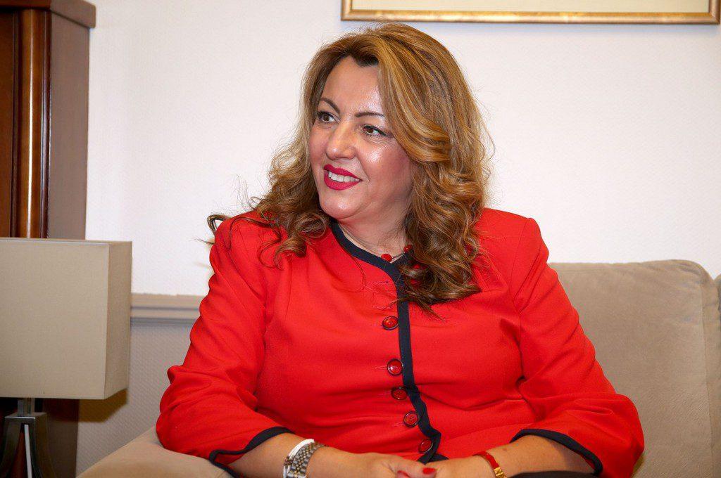 Όταν η διευθύντρια του πρωθυπουργικού γραφείου στη Θεσσαλονίκη συνόδευε τον Μπογδάνο στο Βίτσι – Αγκαζέ με βουλευτή της ΧΑ (Photos)