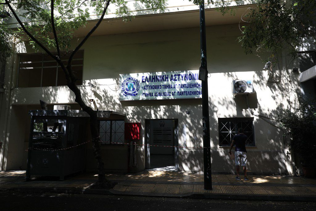 Νέα φιάσκο της ΕΛ.ΑΣ. – Κρατούμενος αυτοκτόνησε στο αστυνομικό τμήμα του Αγίου Παντελεήμονα