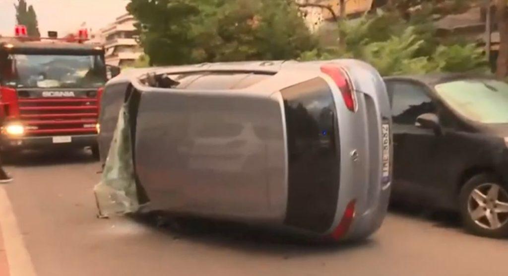 Νέα Σμύρνη: Σοβαρό τροχαίο με ανατροπή αυτοκίνητου (Photos – Video)