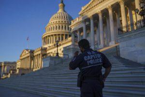 ΗΠΑ: Γυναίκα δάγκωσε αστυνομικό έξω από το Καπιτώλιο