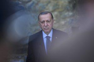 Ο Ερντογάν κοιμήθηκε ξανά μπροστά στις κάμερες; Οργιάζουν οι φήμες στην Τουρκία (Video)