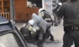 Απίστευτες βιαιότητες της αστυνομίας στα Εξάρχεια (Video)
