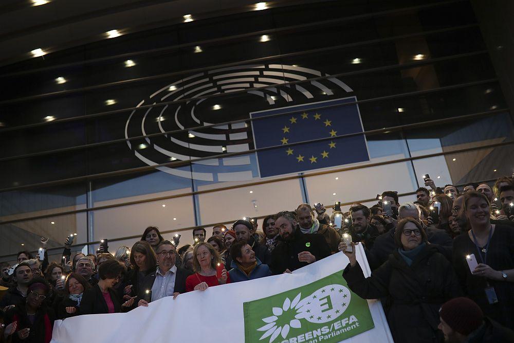 Ευρωκοινοβούλιο: Οι Πράσινοι θέλουν έλεγχο των εξαγωγών όπλων